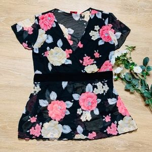 🎉5 for $25🎉 Julie's Closet Floral Blouse